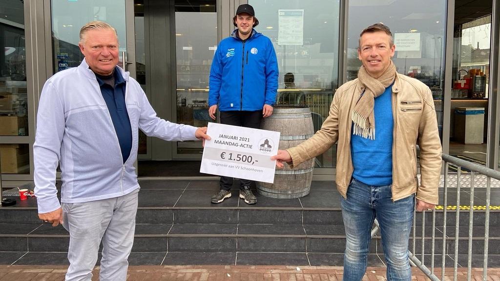 Fraaie cheque voor voetbalvereniging Schoonhoven