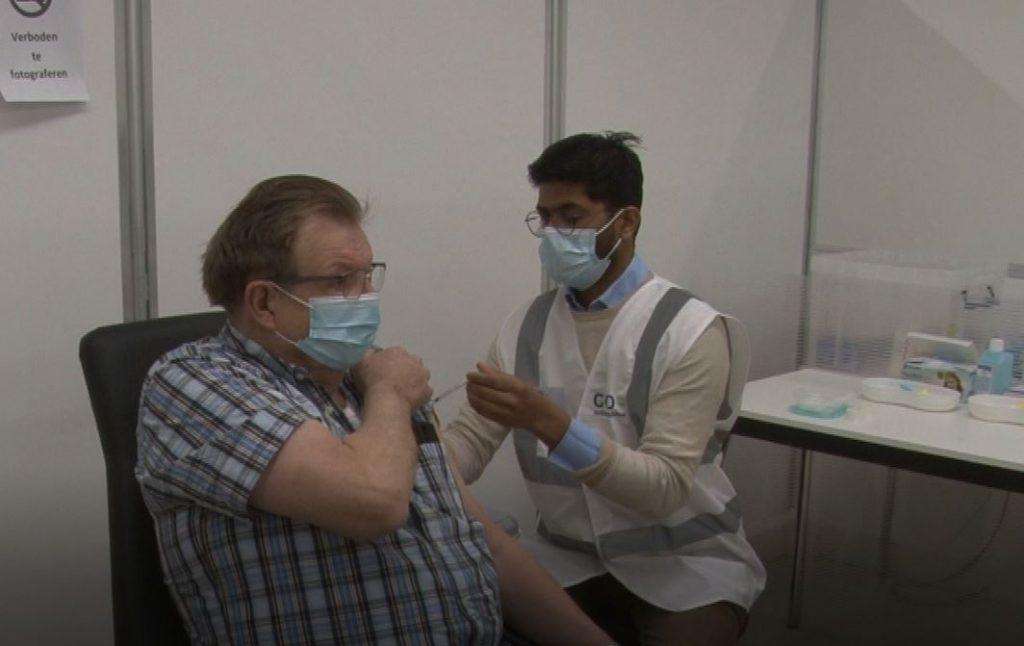 GGD: 'Kom niet naar vaccinatielocatie voor stempel in gele boekje'