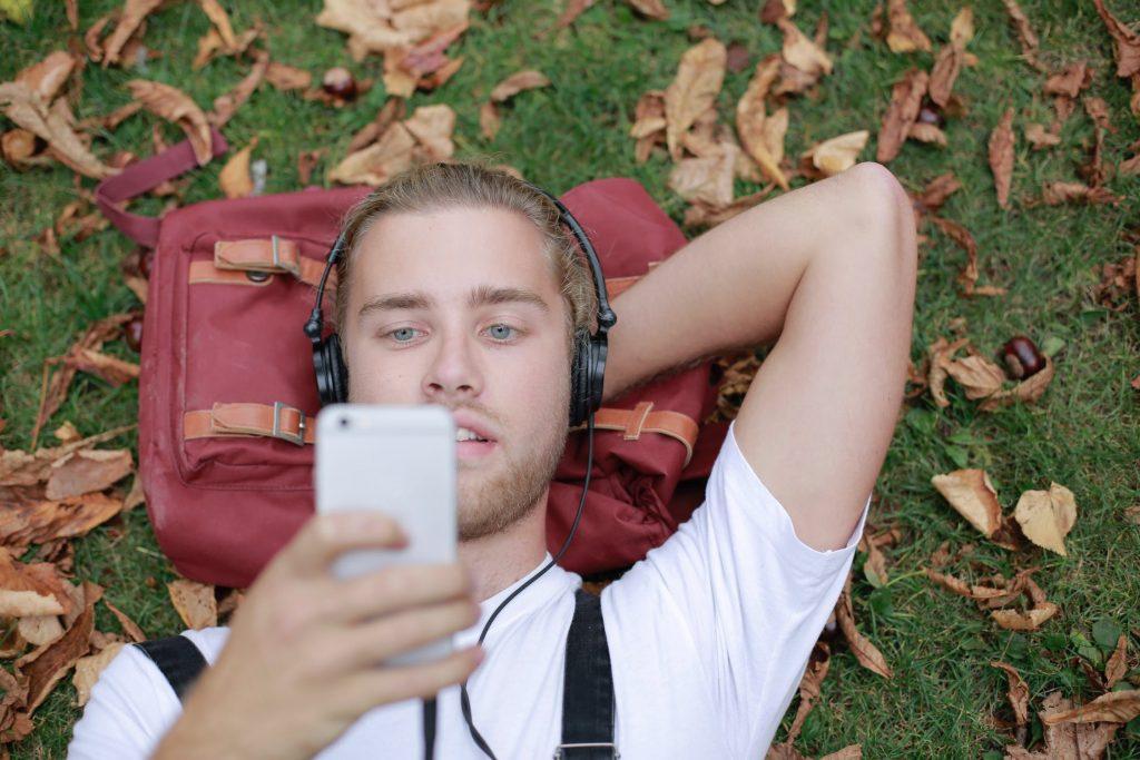 Verhoog je geheugen met muziek en buitenlucht